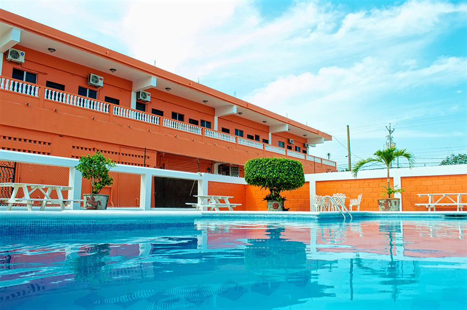Orange-Walk-Dvictoria-Hotel-Pool